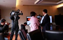 微课·中国首批bob体育app下载上线国际平台,校方接受东方卫视采访